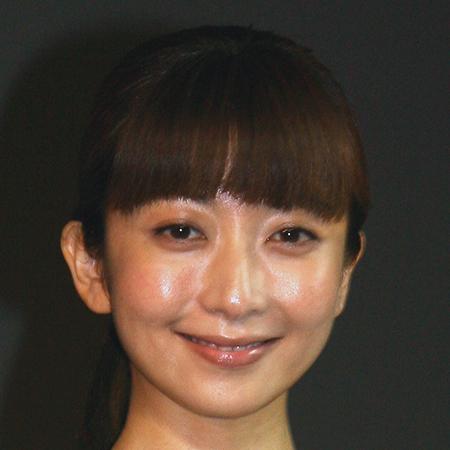 """ELT持田香織の""""ダサくてシュール""""な健康器具CMに賛否"""