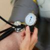 血圧の新常識「腎臓さすり」で数値を正常化する(1)降圧剤服用者の首回りが…