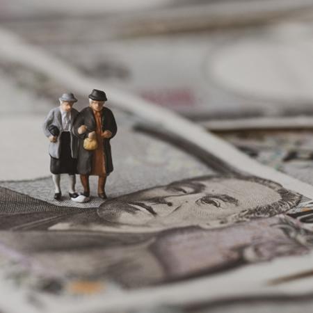 「老後資金2000万円」貯めるちょっとグレーな蓄財術(1)「100年安心」は大ウソだった