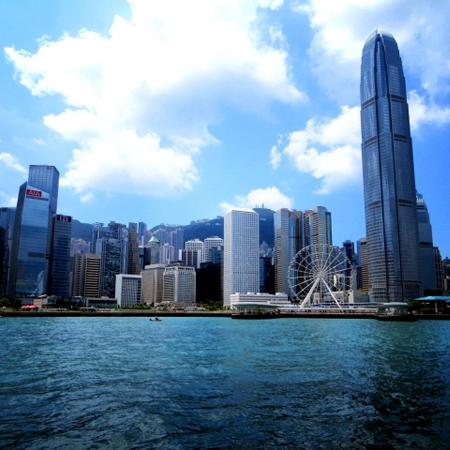 """香港が「平均寿命で世界一」になった""""高齢者の生きやすい環境""""とは?"""