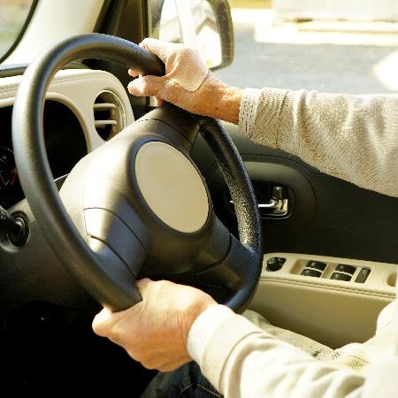 反則金3倍の「ながら運転」厳罰化に効果はあるのか?