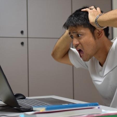"""「うわっ、パソコンが固まった!」上司の独り言から読み解く""""かまって指数"""""""